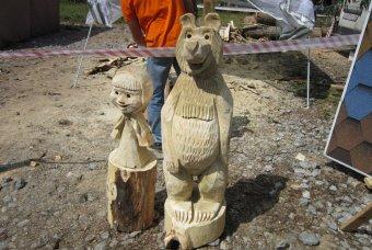 Маша и медведи из дерева