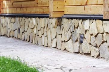 Строя летний дом, обязательно подумайте будете ли Вы жить в нем зимой. В этом случае обязательно нужно утеплить цоколь!